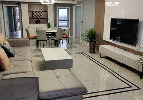 ????藍天雅苑電梯房10樓,面積:139平,標準的四房兩廳兩衛,全屋定制家具,豪華裝修,售75.8萬