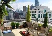 买房只剩一楼和顶楼怎么选?听完建筑学家给的答案。