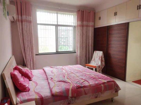 昌榮小學附近綠星苑旁健身樓精裝3房2衛121平三面采光僅售37.8萬