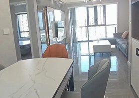 翡翠城电梯中层,全新精装两房两厅,带全屋家具家电,中央空调、真皮沙发,拎包入住!仅售63.8万!