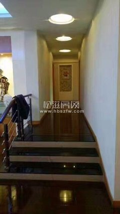 82万售瑞隆现代城电梯高层135平方米,三室二厅二卫,豪华装修,满屋家具电器暖气!